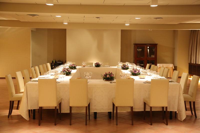 Wedding - La sala da 130 coperti allestita per un matrimonio